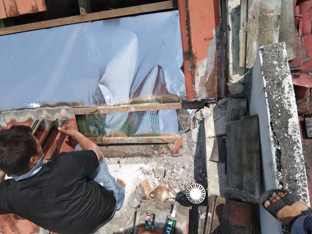 Install roof aluminium sheet
