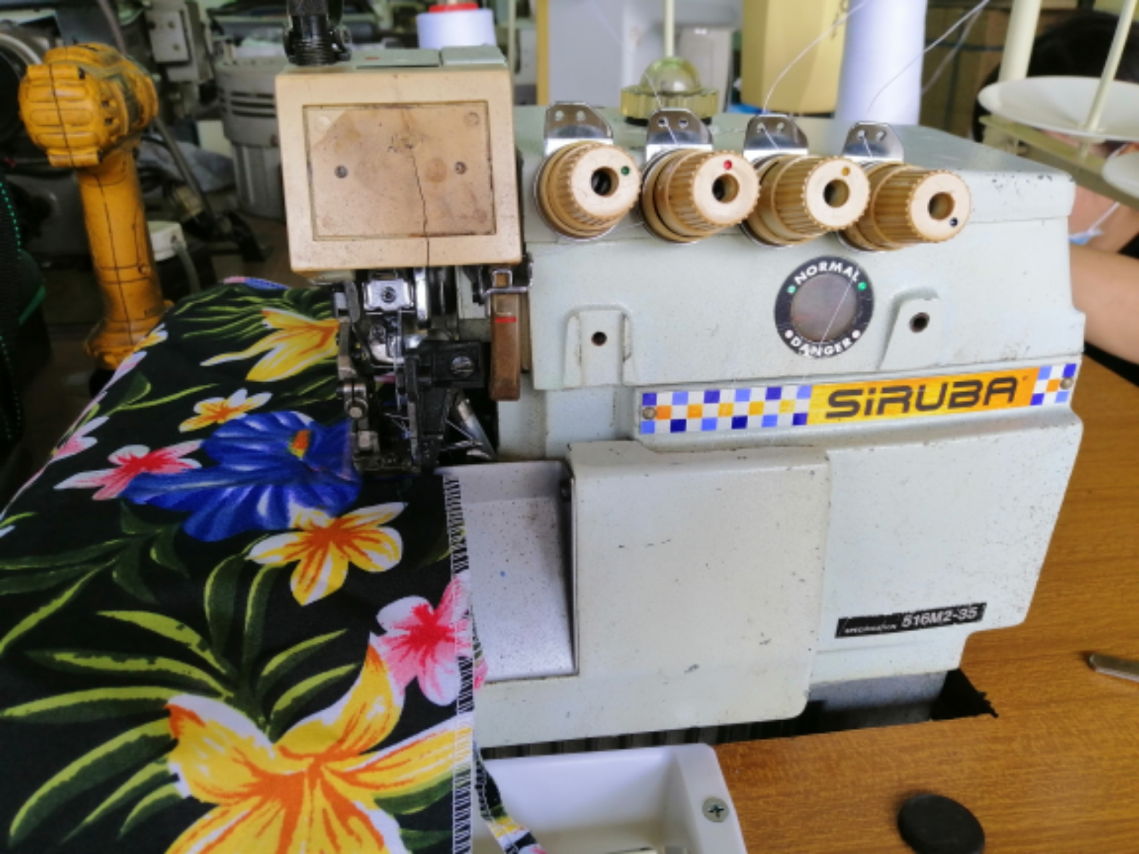 SIRUBA INDUSTRIAL OVERLOCK SEWING MACHINE
