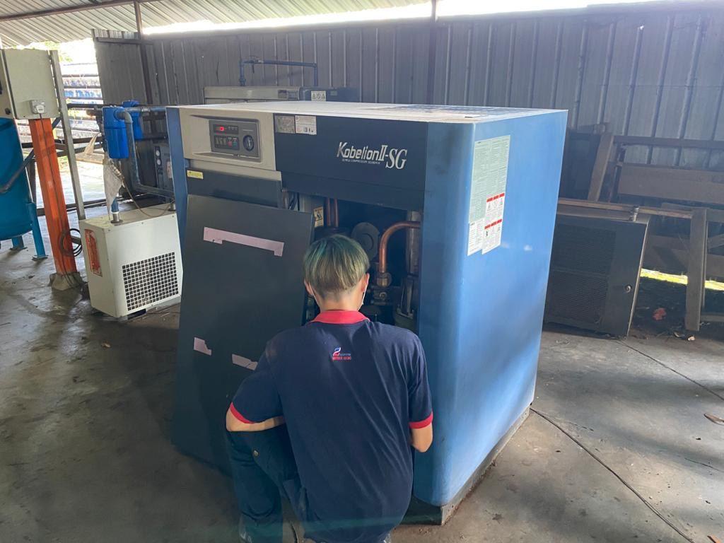 Service 20 HP KOBELCO Air Compressor SG280A-15