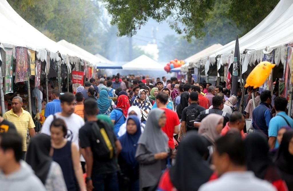 Ramadan bazaars will be closed if COVID-19 infections ocur - Annuar