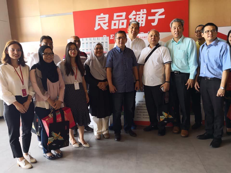 Malaysia Minister of Agriculture Dato�� Salahuddin Ayub visited the headquarters of Bestore