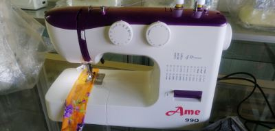 Ame Portable Zie Zag Sewing Machine