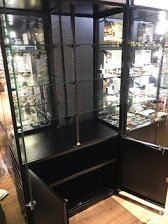 Cabinet with glass shelve