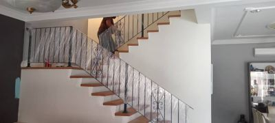 installation wrongth iron handrail staircase