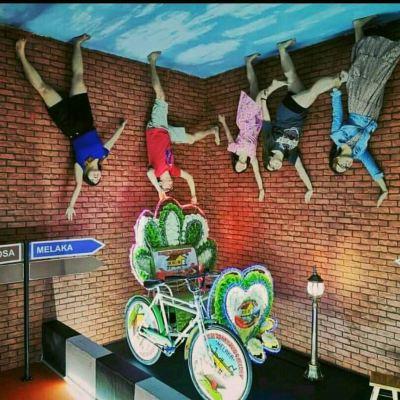 Trishaw@upside down house Malacca