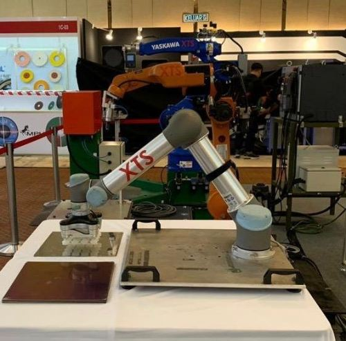 Yaskawa, Kuka and Universal Robot UR in action