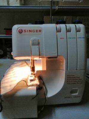 SINGER PORTABLE OVERLOCK SEWING MACHINE