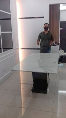 White Marble Dining Table   6 seaters