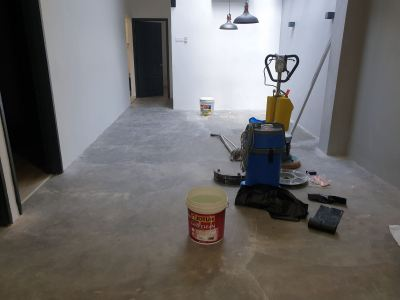 concrete grinding and applying sealer