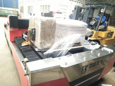 Unloading of New Fiber Laser Cutting Machine