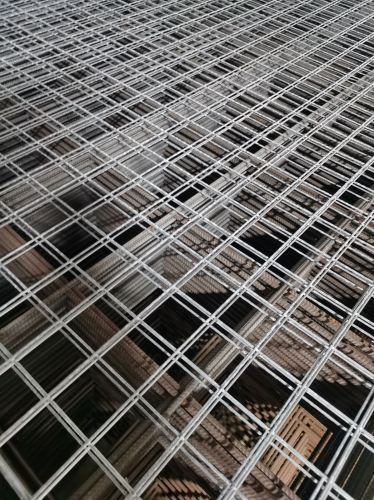 2210 228 Hot Dipped Galvanised Mesh 50mm x 50mm Mesh Spacing