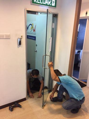 change tempered door floor hinge