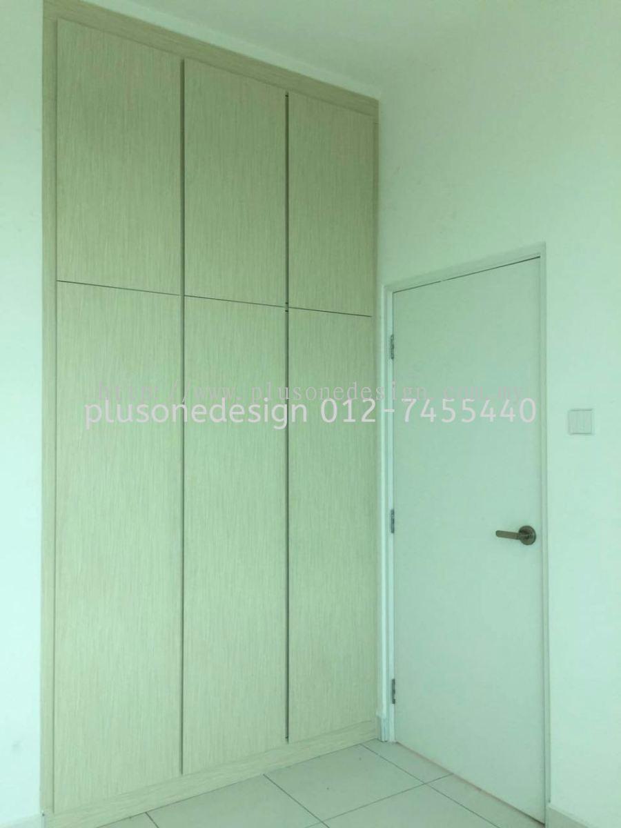 Johor swing door wardrobe bedroom design daripada plus for Door design johor
