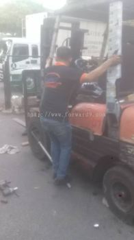 Replace Forklift Tyre