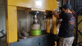 Pressing Services of Reach Truck Wheel