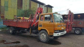10 tons and 18 tons lorry crane for rent in johor bahru and pengerang, johor.Malaysia
