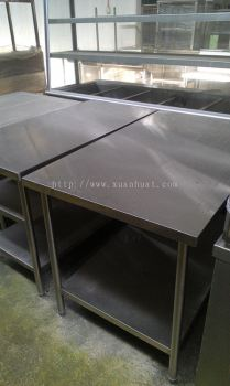 Stainless steel 4 Ft Working Table