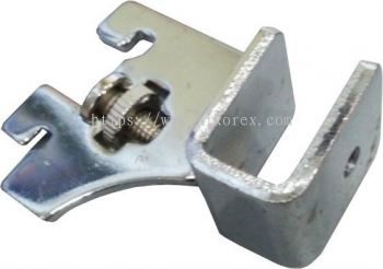 840056 - CENTRE SQUARE BAR BRACKET (1U)