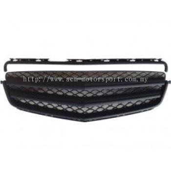 W204-FG05  Bra Look Sport Grille All Black ( 2 pcs type )