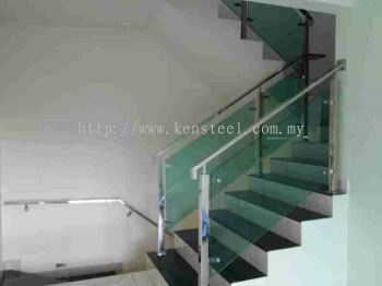 Glass staircase 38