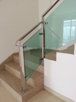 Glass staircase 48