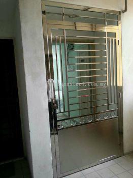 Door gate 62