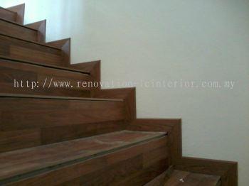 LAMINATE FLOORING STAIRCASE
