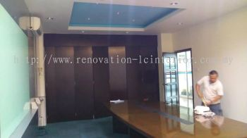OFFICE WOODEN FOLDING DOOR