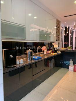 Solid Ply Laminate Kitchen Cabinet #Rimbun Vista
