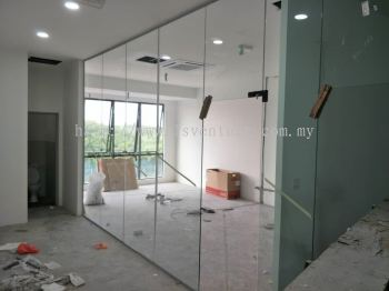 Tempered Door with Fixed Panel