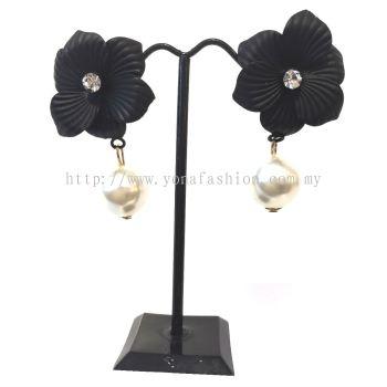 Yona Fashion Designer Flower Pearl Earring (Black)