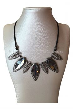 Leaf Stone Pendant Necklace (Grey)