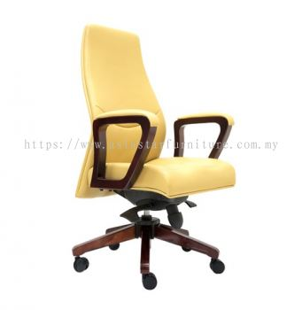 AMBER DIRECTOR MEDIUM BACK CHAIR C/W RUBBER-WOOD WOODEN ROCKET BASE
