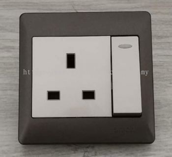 SIMON SWITCH 51382BLD 13A 1GANG FLAT PIN SWITCHED SOCKET C/W LED INDICATOR CHAMPAGNE + MATT BLACK