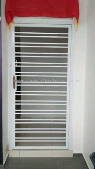 Installation grill door