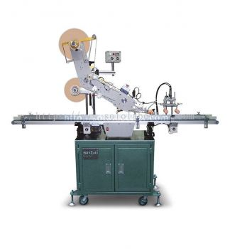 Top Applicator With Corner Press Device Labelling
