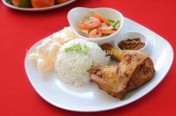 Set Nasi Lemak Ayam Goreng Berempah