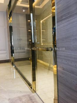 Bathroom Door Frame with Handle