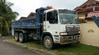 Tipper truck for rent