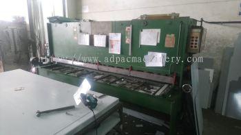 "Used ""Hydracut"" Hydraulic Shearing Machine/ Cutting Machine"