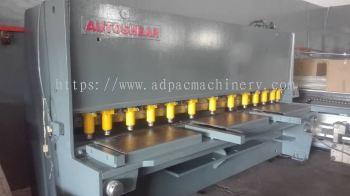 """Used """"Autoshear"""" Hydraulic Cutting Machine"""