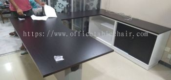 OFFICE FURNITURE - EXECUTIVE TABLE C/W BACK CABINET