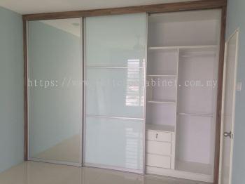 SL 1 - Wardrobe with anti jump sliding door