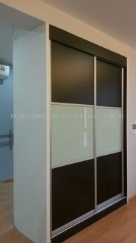 SL3 - Wardrobe with anti jump sliding door