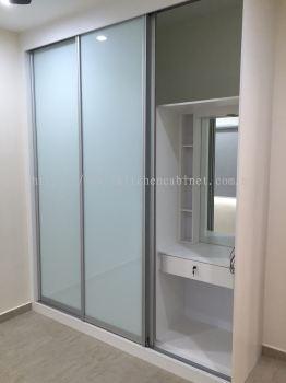 SL4 - Wardrobe & dressing mirror with anti jump sliding door