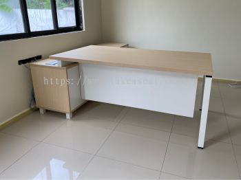Director Table