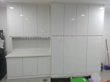 Frameless White Glass with Quartz Stone Table Top