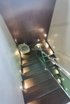 Robina O15 Laminate Timber Floor Staircase
