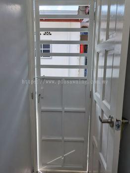 Iron Half Plate Door @Jalan Baiduri 2B, Balakong, Selangor