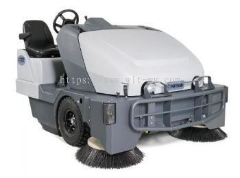 Nilfisk Ride-On Sweeper SW8000